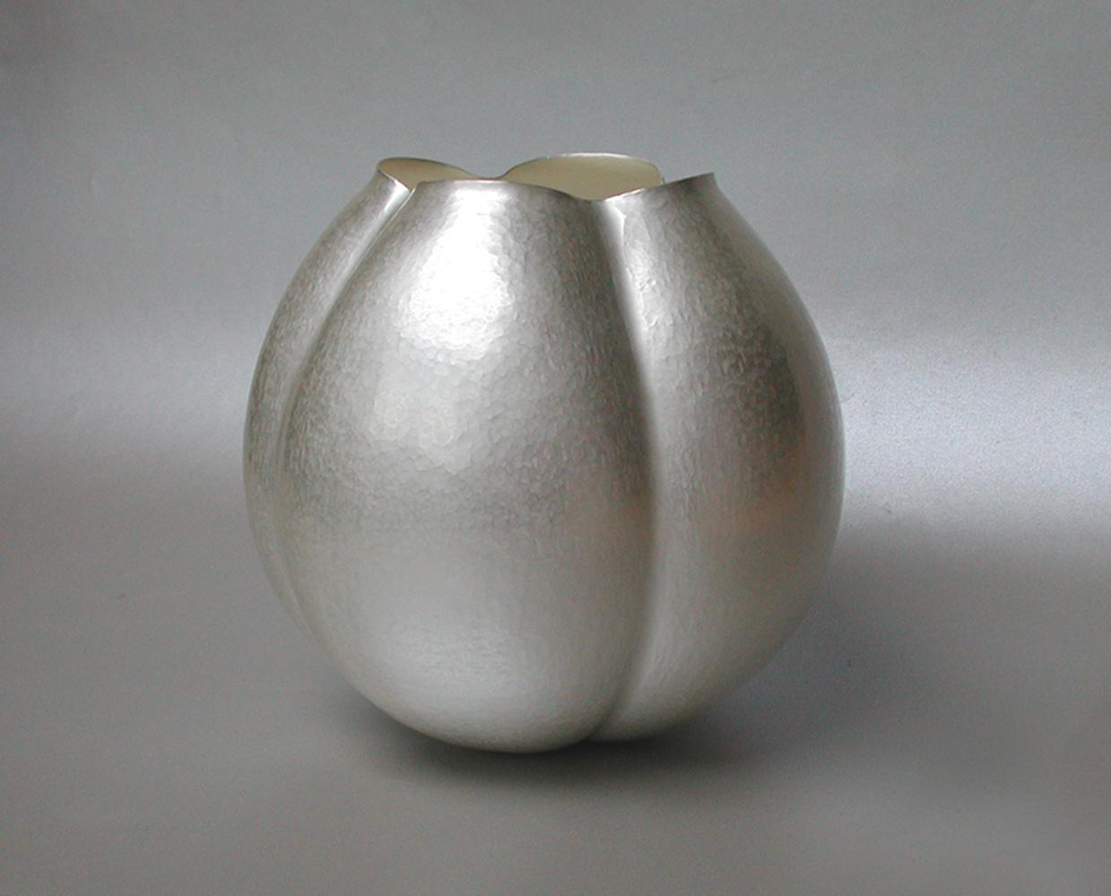 Papaver 7, vase in silver